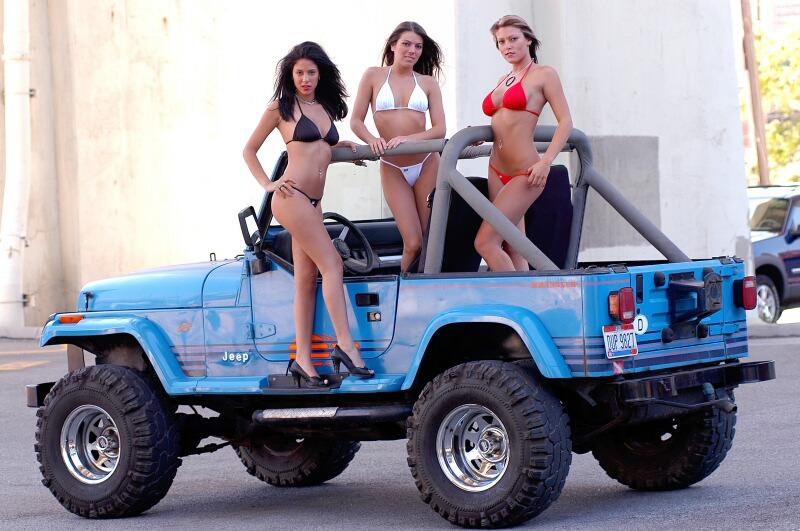 3 Jeep girls  got jeep