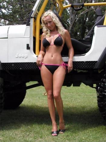 GradeMyJeep.com Jeep Girls got 4 x 4  got jeep
