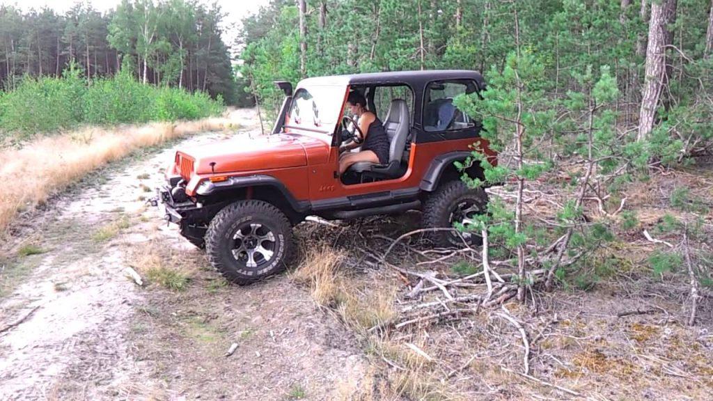 Hot Girl Jeep Wrangler YJ 4X4 – YouTube