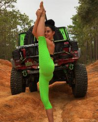 jeep girls babes chicks stretch yoga hot sexygirl  JEEP …