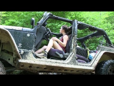 HOT CHICK WHEELS A SWEET JEEP – YouTube