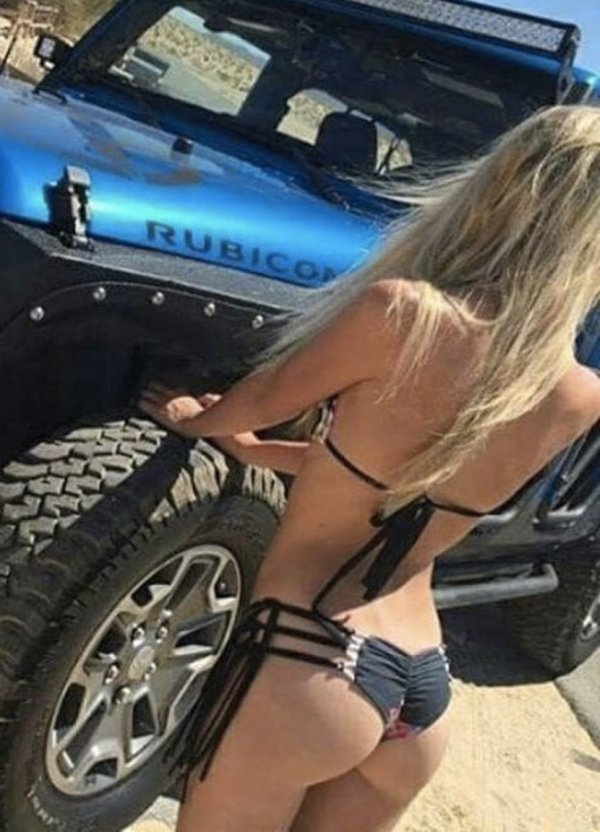 Photos of Hot Dirty Sexy Jeep Girls getting Muddy Off-Road on …